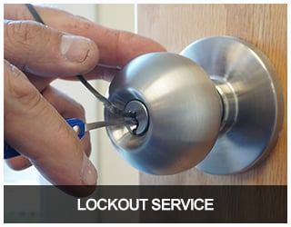 image of a locksmith picking a commercial-grade doorknob