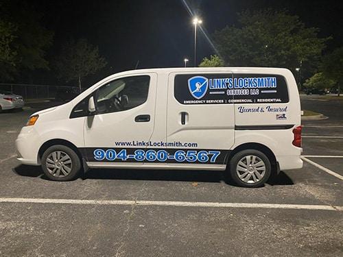 Link's locksmith van on a nighttime emergency call
